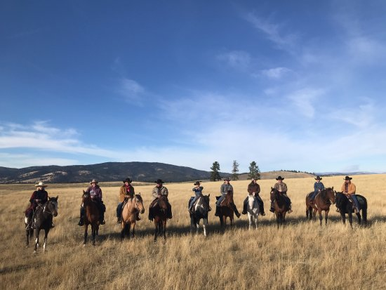 Greenough, MT : Horseback ride with Hall of Famers' at Paws UP