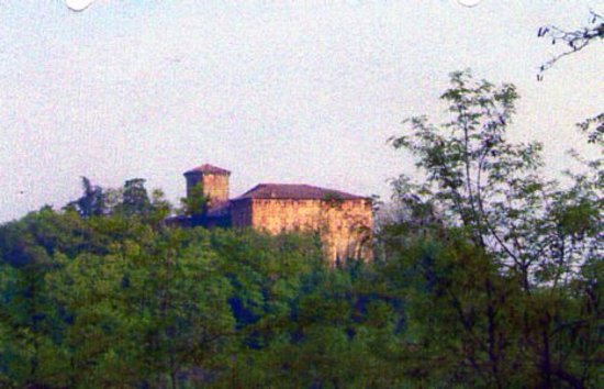 Salsomaggiore Terme, Italie : Il castello visto in lontananza