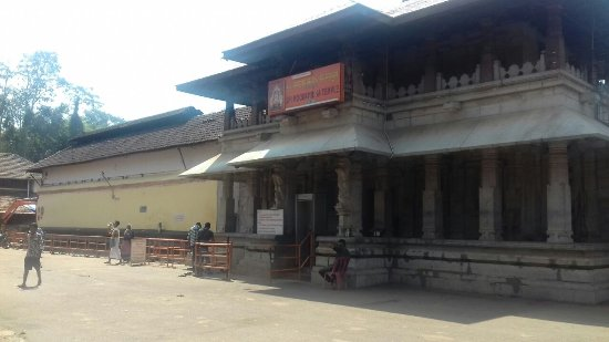 Kollur, India: the temple is outside mookambika temple...on your left hand side corner next to mookambika templ