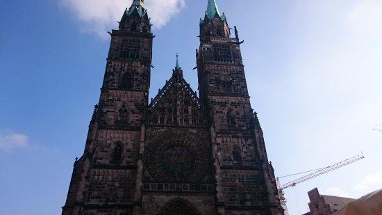 St. Lorenz Kirche: カメラに収まりきれない外観1