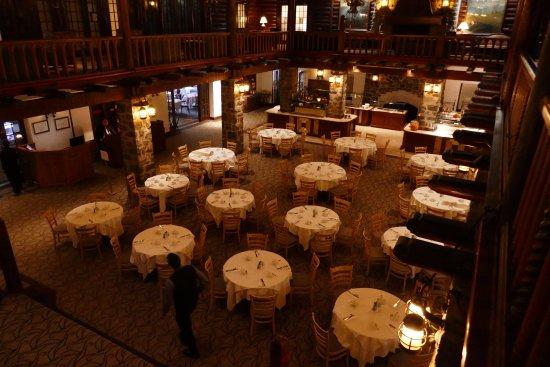 Fairmont Le Chateau Montebello: The restaurant