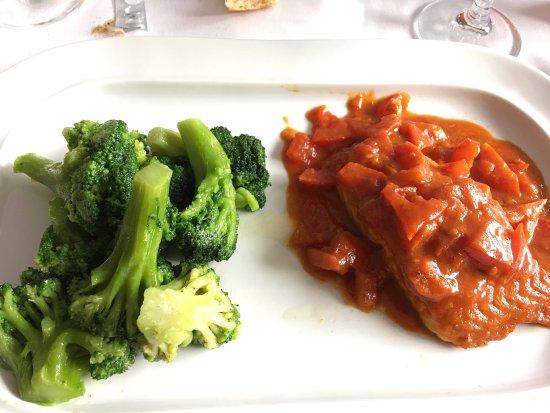 Kleinblittersdorf, Alemania: Menu du jour à 9.90 euros  J'ai choisi une salade à la grecque avec feta et un pavé de saumon av