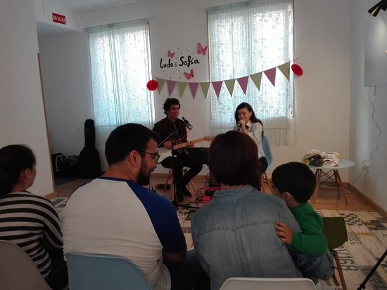Alcalá de Henares, España: Actuación musical de la Fantástica Banda