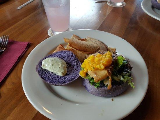 Pounders Restaurant: Roasted Chicken Sandwich