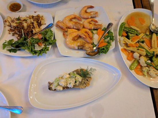 Kan Eang@Pier Restaurant: Prawns, Calamari and Lobster - YUM!
