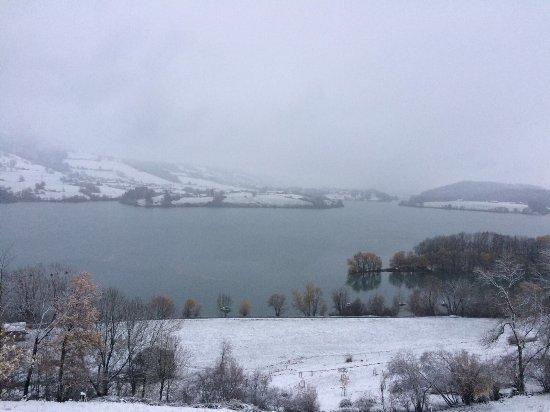 Avry-devant-Pont, สวิตเซอร์แลนด์: La chambre et vue sur le lac de l'hôtel le Vignier... époustouflant !