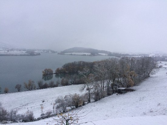 Avry-devant-Pont, Suíça: La chambre et vue sur le lac de l'hôtel le Vignier... époustouflant !