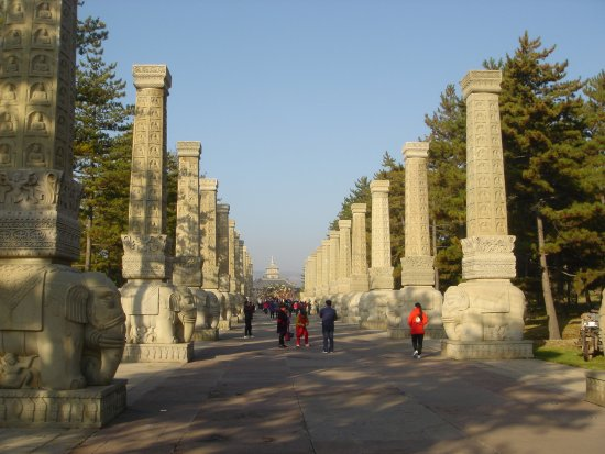 Datong, China: Obelisks avenue to the Caves