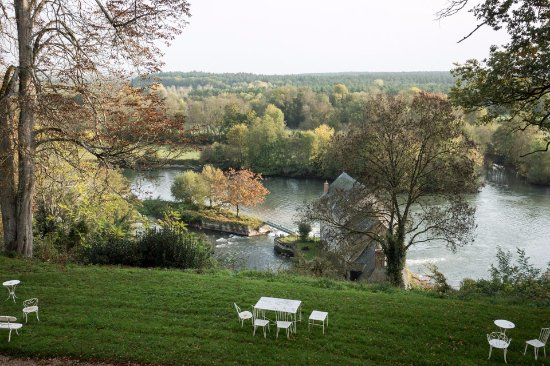 Montreuil-sur-Loir, Francia: A view from our bedroom of the Mill house next to the river Loir