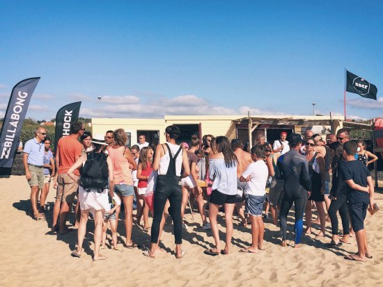 ESCF Anglet/ Billabong Surf School: Remise des diplômes en fin de stage.