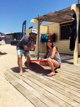 ESCF Anglet/ Billabong Surf School: Jon et Léa vous accueillent.