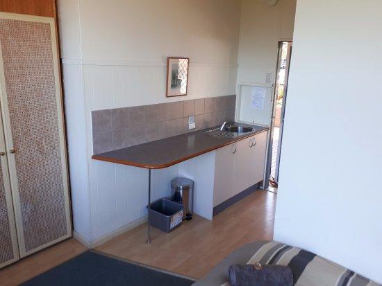 Ecotel Narooma: Kitchenette towards the entrance
