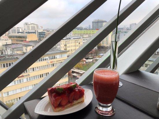 Kaufhaus des Westens (KaDeWe): Heerlijke aardbeientaart!