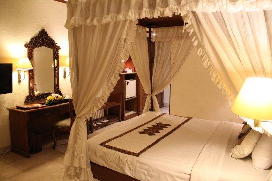 Kamer met hemelbed picture of puri artha hotel yogyakarta