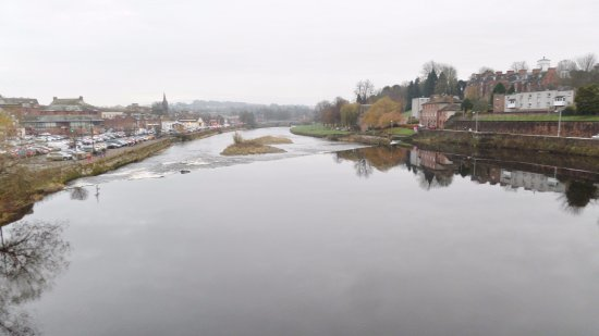 Дамфрис, UK: View downstream from the bridge
