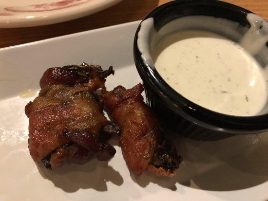 Huntersville, Karolina Północna: two bacon-wrapped jalapenos left...mine!