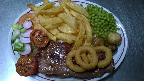 Machynlleth, UK: Rump steak with all the trimmings