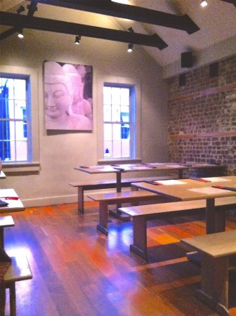 Co Banh Mi Noodles Bar: communal tables
