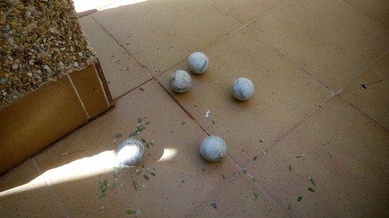 Añoreta Golf: Estas son las bolas que entran a toda velocidad en un día normal