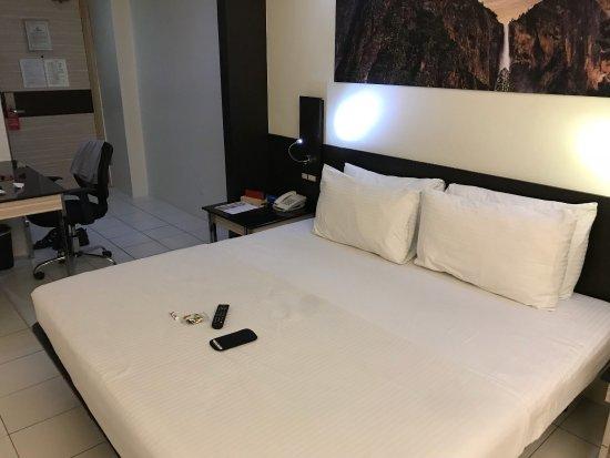 Executive Hotel Manila (formerly The Executive Plaza Hotel): photo0.jpg