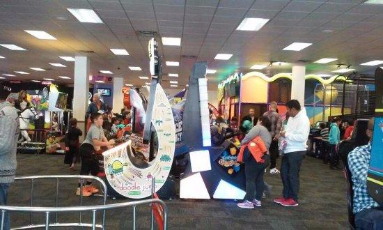 Bridgewater, Нью-Джерси: 다양한 게임을 즐길 수 있는 어린이들을 위한 복합공간