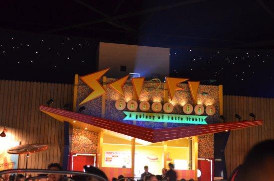 Sci-Fi Dine-In Theater: particolare