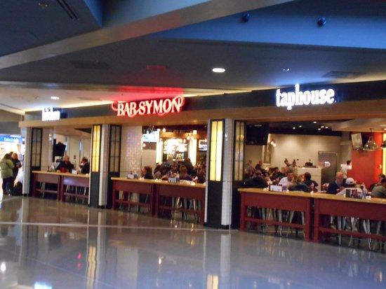 Bar Symon: オープンな店舗