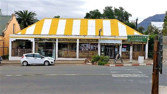 Calitzdorp, South Africa: Our white & yellow roof, so you can spot is easily :-)