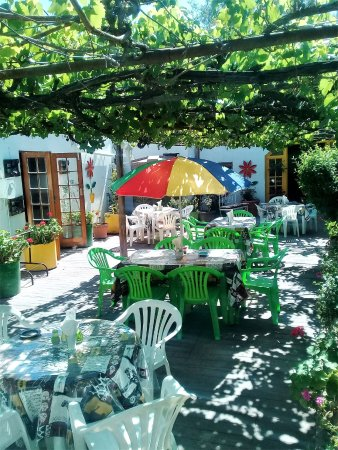 Calitzdorp, Νότια Αφρική: Lovely outdoor seating in summer.