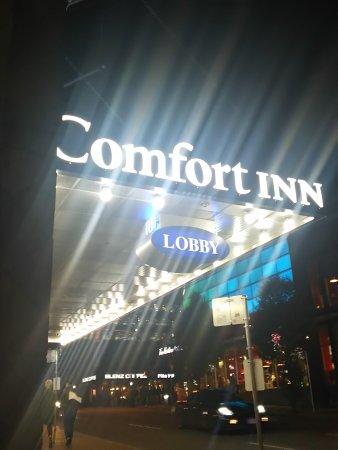 Comfort Inn Downtown: 夜でも明るいコンフォート!