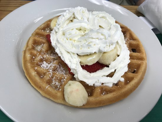 Chesapeake City, MD: Waffle with bananas and strawberries