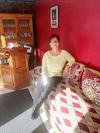 Istres, فرنسا: bar dans la salle du petit déjeuner