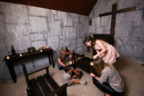 Taguatinga, DF: Room: A Busca pelo Santo Graal: Prólogo
