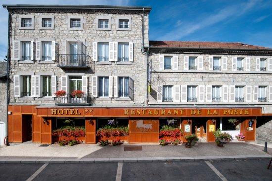 Tence, ฝรั่งเศส: facade coté rue