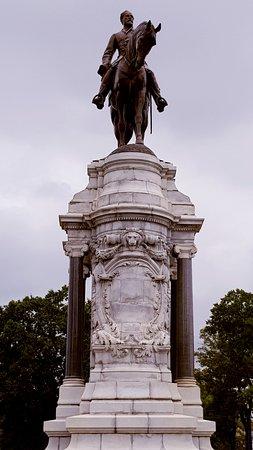 Monument Avenue Photo