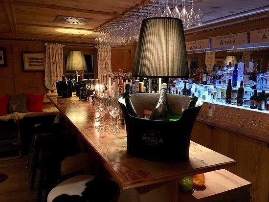 KRACHERLEMOOS: Nette Bar