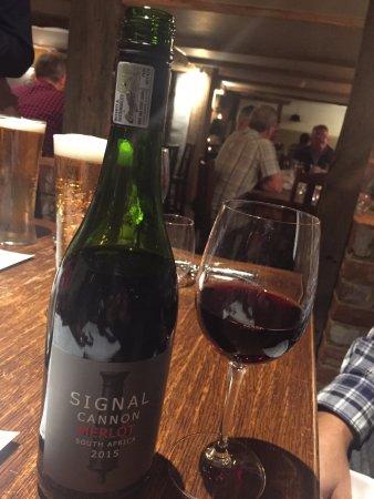 Winkfield, UK: Wine To Add Elegance