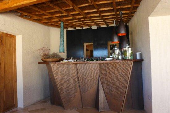 Petra Segreta Resort & Spa: Bar mit interessanter Vorderfront