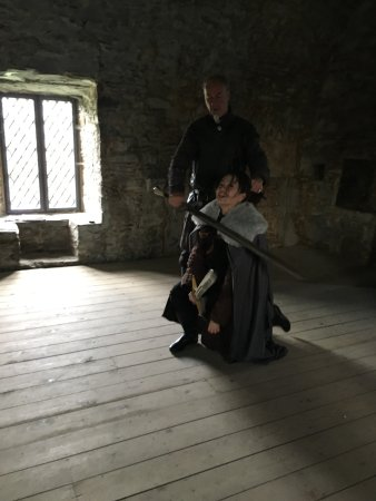 Downpatrick, UK: Lord Will teaching me the actual fighting sequence they filmed for one of the battle episodes!