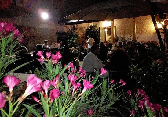 Il Vicolaccio Ristorante: Jazz in Cortile