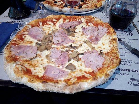 Claye Souilly, Francja: pizza reine
