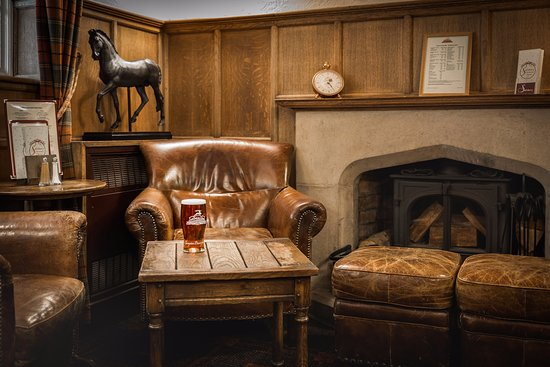 Salisbury Arms Hotel: One of our relaxing bar areas