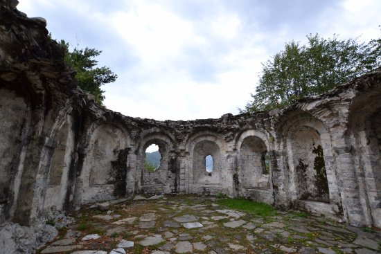Ossuccio, Italy: ruïne