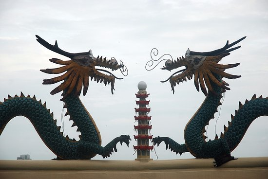 Double dragons at Taoist Temple