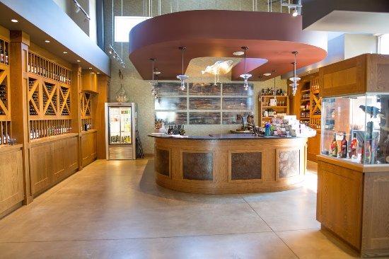 Harrow, Canada: The tasting bar