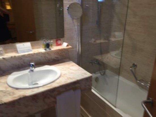 Tamariu, Spagna: Well appointed bathroom