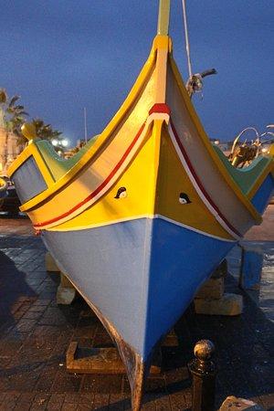 Marsaxlokk, Malta: Luzzus