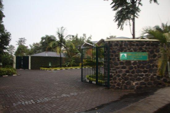 Gorillas Lake Kivu Hotel: вход в отель