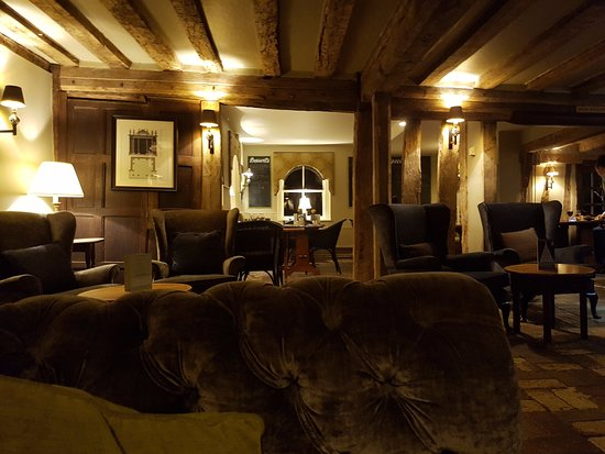 Great Yeldham, UK: Main bar looking from the fireplace towards the bar food area