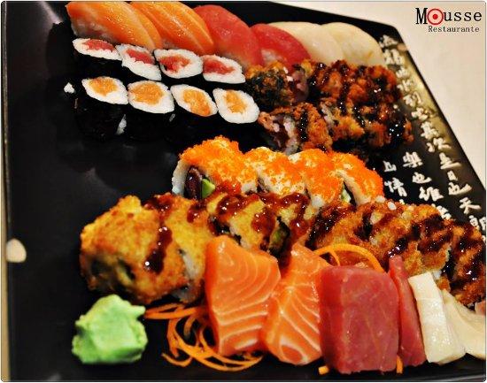 Bandeja de sushi variado foto di mousse madrid tripadvisor - Bandejas para sushi ...